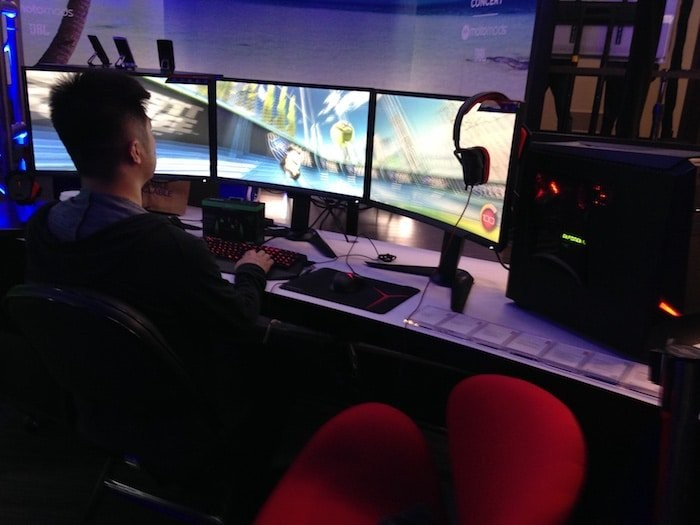 Gaming on Y series products at Lenovo Gaming Booth Tech World 2016