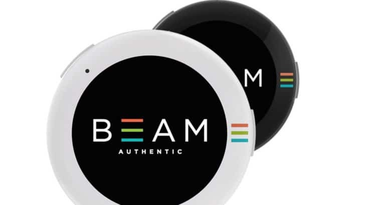 Beam is a Smart Wearable Button That Lets you Broadcast GIFs and Messages