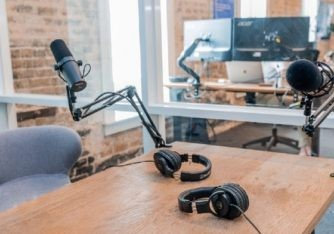 Listnr: Start a podcast without recording anything